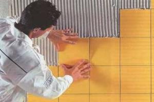 Как поклеить плитку в ванной своими руками
