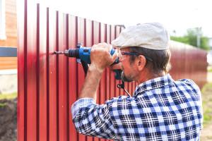 Как устанавливается забор